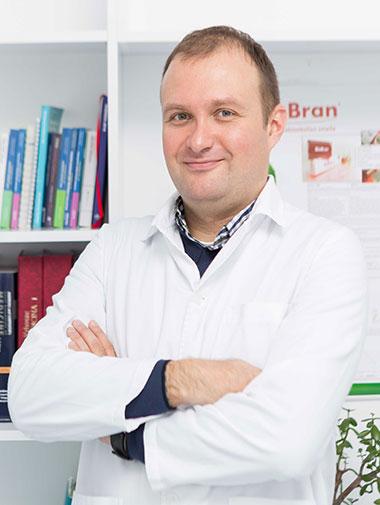 Dr Oliver Radmili